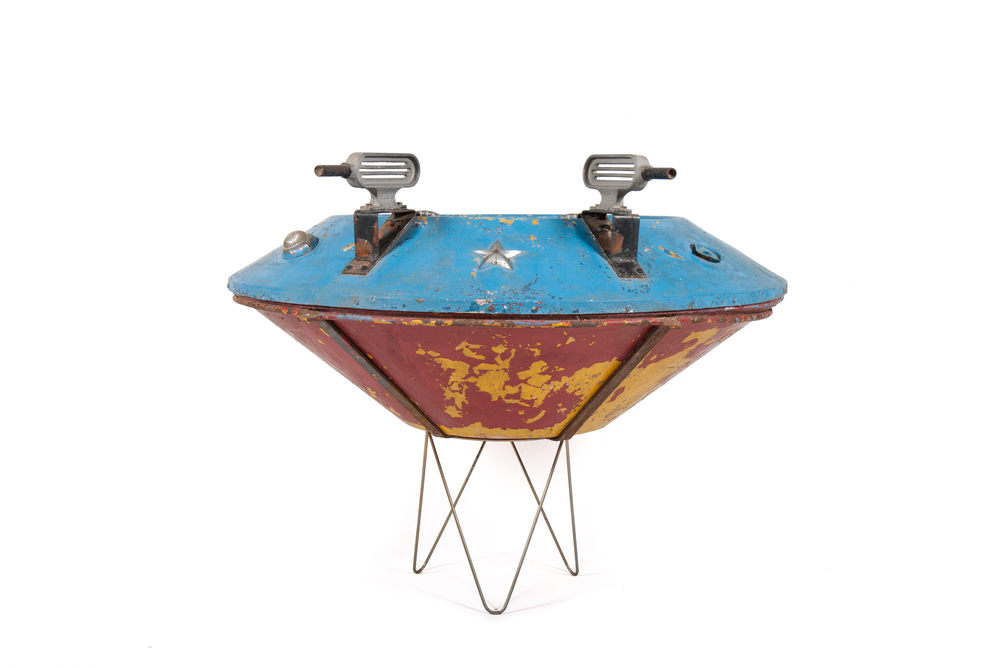 Flying Saucer Amusement Ride (King circa 1953) - Diameter 4'0""