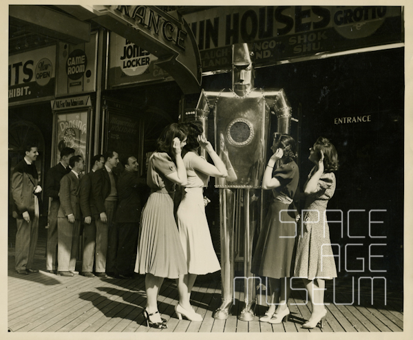 """Audie"" the Audibot with Admirers on Steel Pier (Atlantic City, NJ 1939)"