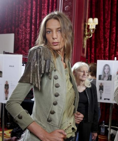 Respondents who scored higher on neuroticism preferred Daria Werbowy's cool-girl shtick over classic glamour.