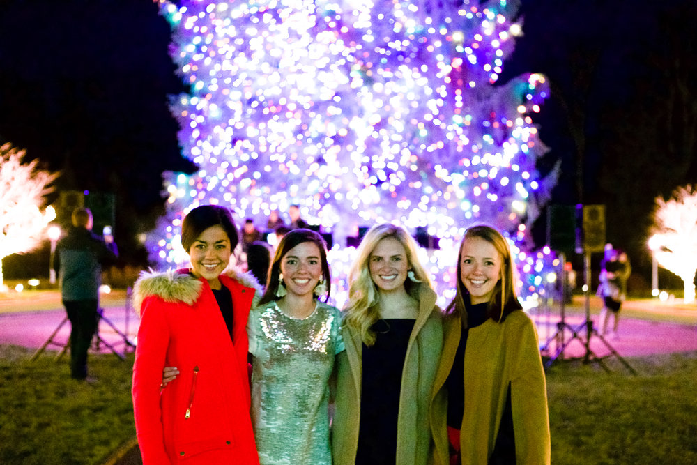 fashion blogger lcb style greenbrier resort christmas tree lighting (1 of 24).jpg
