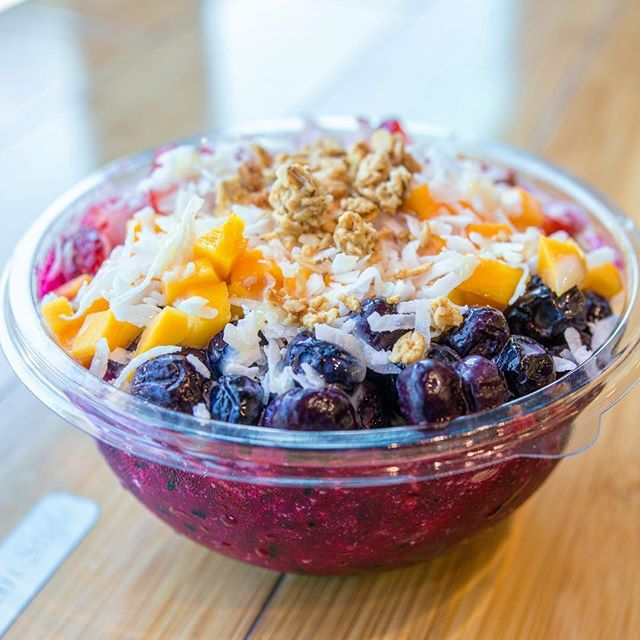 The Pitaya Point fruit bowl is calling your name! 🌺 #northshorepoke 🐟