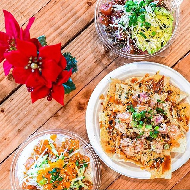 Don't shy away from your diet during the holiday season! North Shore is here to serve you the freshest poké on the mainland! 😋 #northshorepoke 🐟 📸 @nomtasticfoods