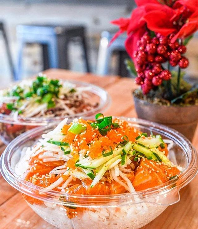 The holidays are right around the corner! 🌲🎁 Don't get off track on your diet just yet! Get yourself a bowl of delicious poké today! 👌🏼 #northshorepoke 🐟 📸 @nomtasticfoods