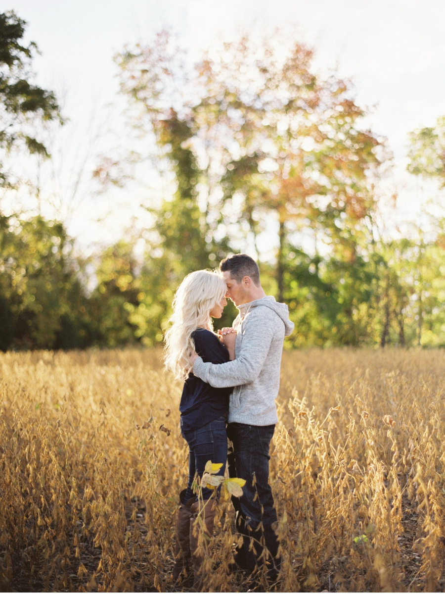 Engagement-Session-in-a-Field