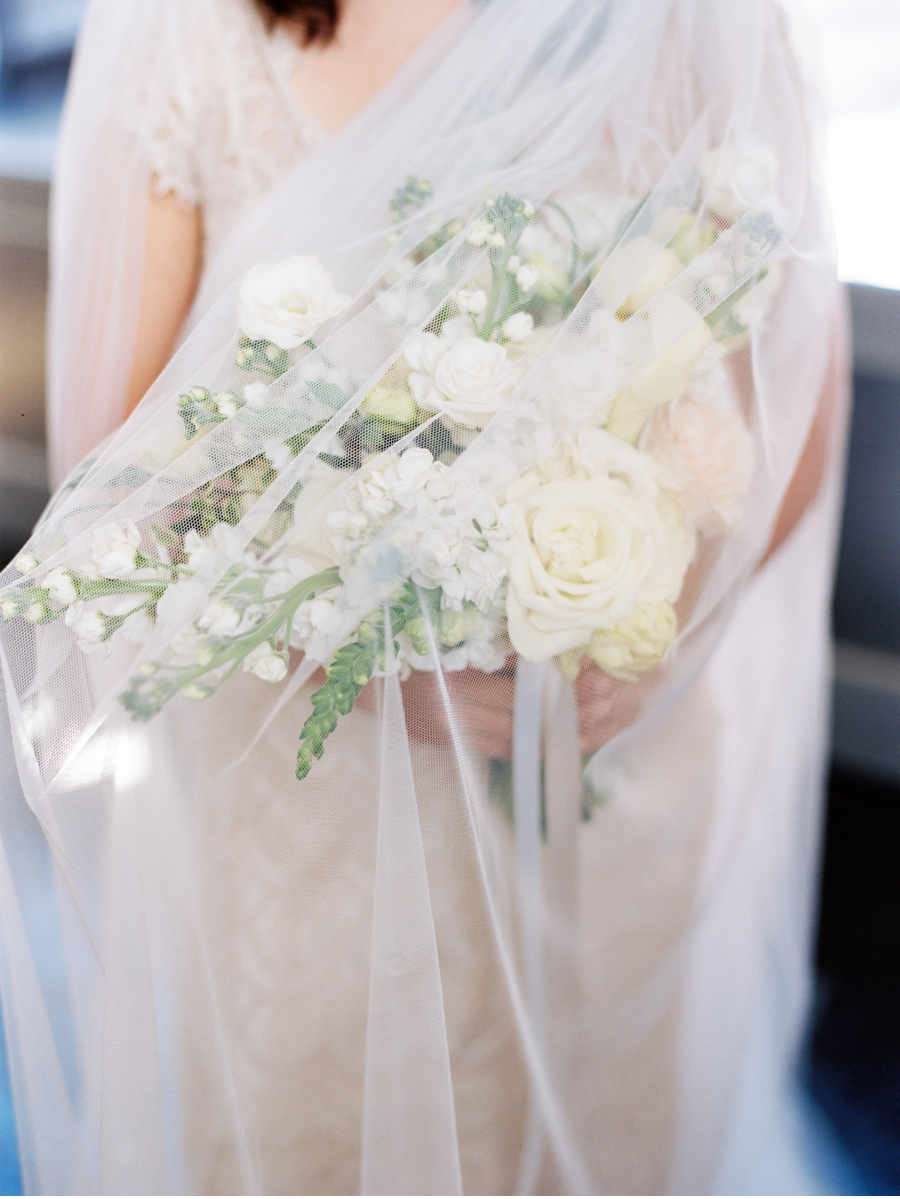 Bridal-veil-and-bouquet