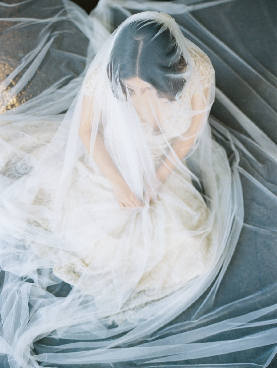 Bride-wrapped-in-veil