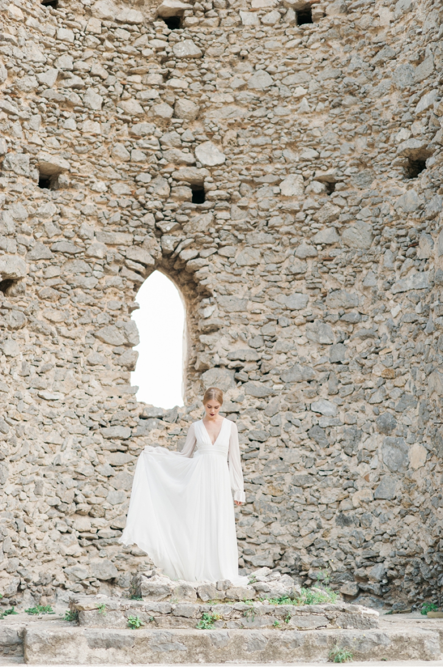 Bride-with-Mediterranean-ruins
