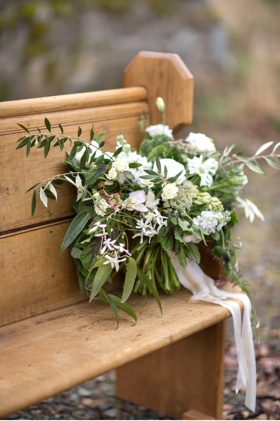 Wedding-Bouquet-with-church-pew