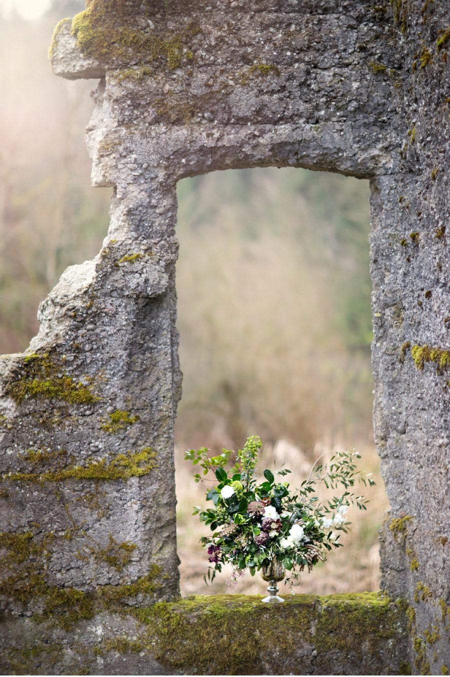 Floral-Arrangement-with-Ruins