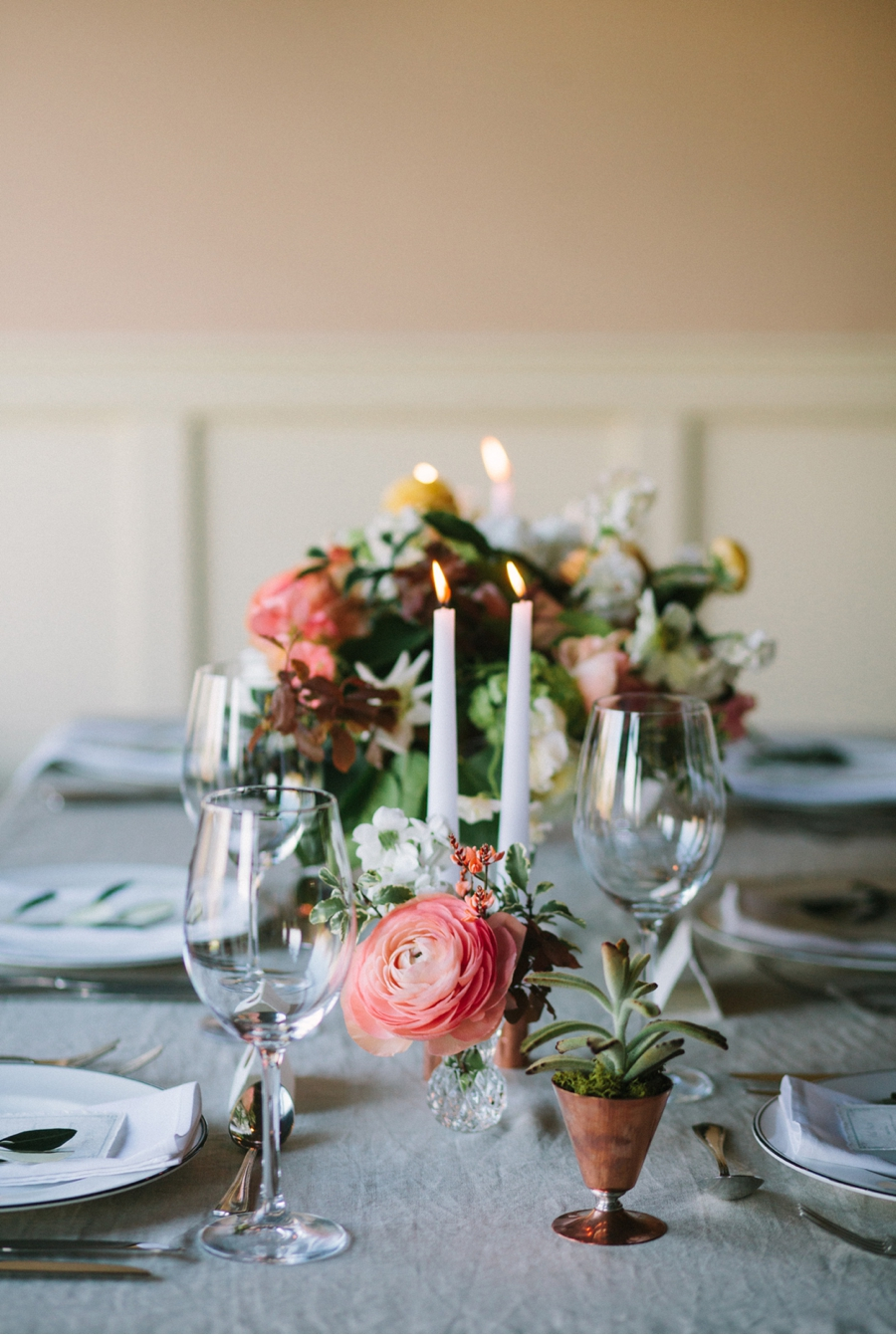 Wedding-Reception-Table-with-Ranunculus