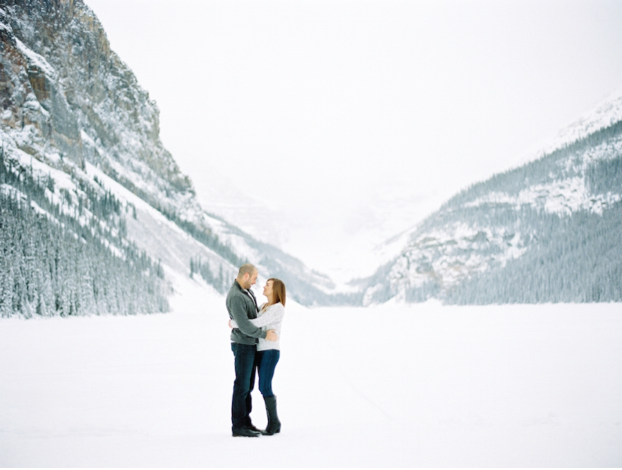 Lake-Louise-Winter-Engagement-Inspiration