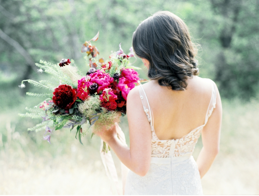 Summer-Wedding-Inspiration-with-Fuscia-Bouquet