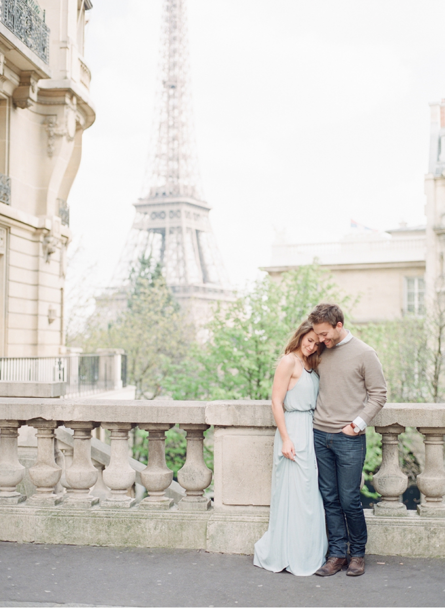 Portrait-Session-with-Eiffel-Tower-Background