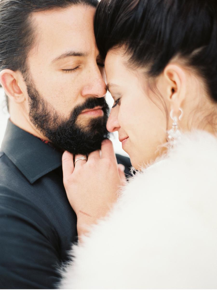 Outdoor-Winter-Wedding-Portraits