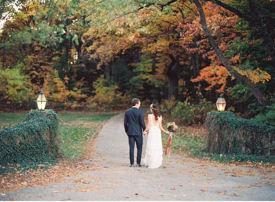 Bride-and-Groom-with-Fall-Foliage