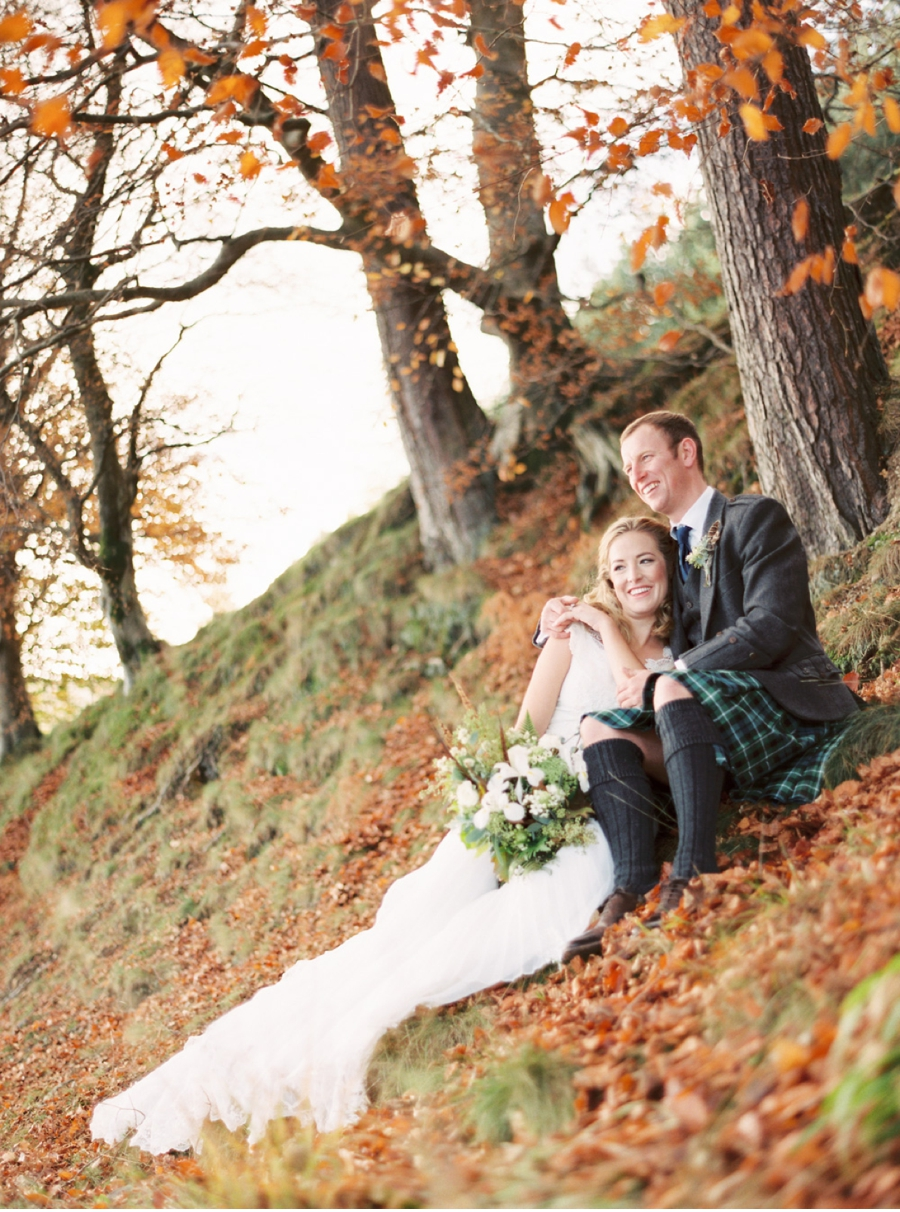 Bride-and-Groom-on-Scottish-Hillside