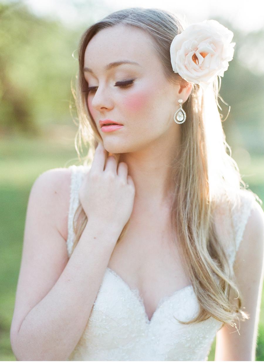 Bride-with-peach-flower-hairpiece