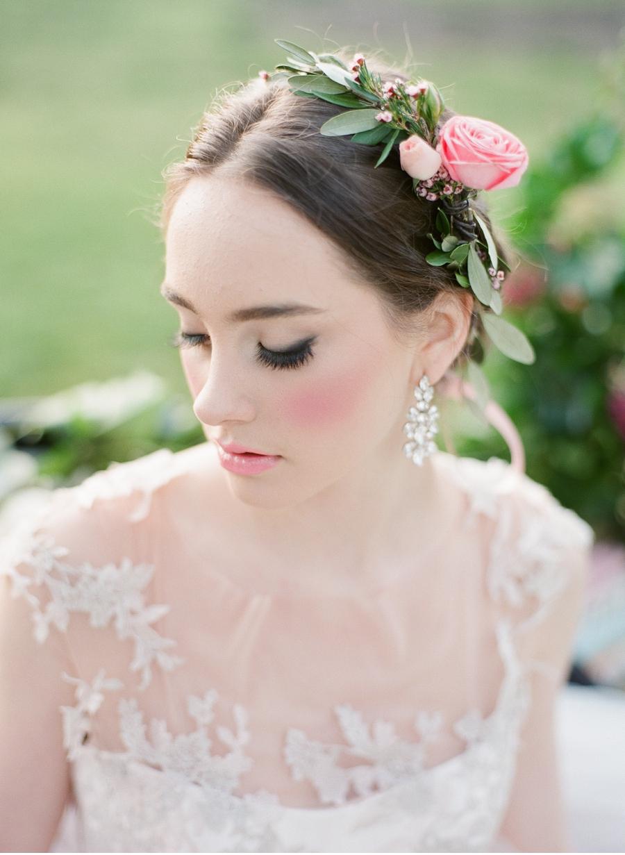 Romantic-Bridal-Look-Vale-and-Vine