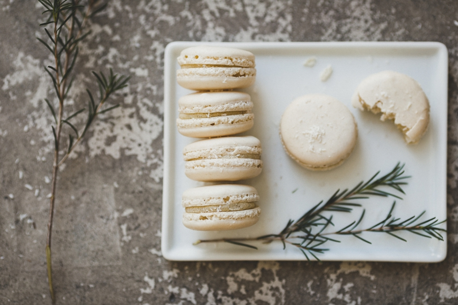 Minimal-Wedding-Details-with-Macarons