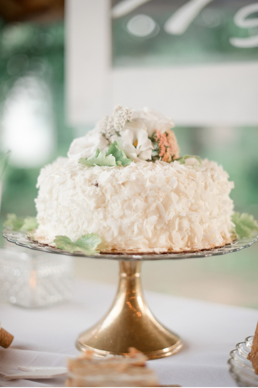 Wedding-Cake-with-Gold-Cake-Stand