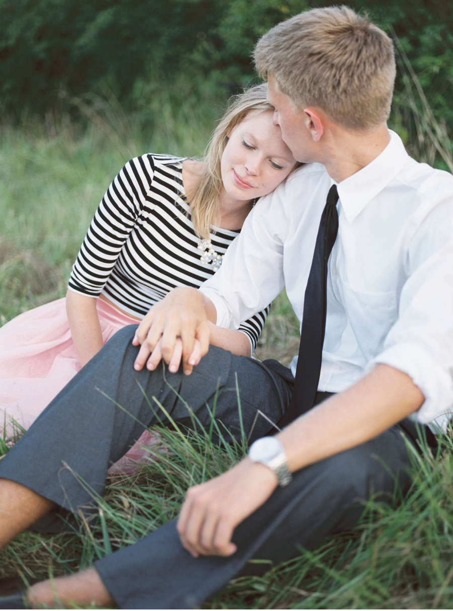 Meadow-Engagement-Shoot
