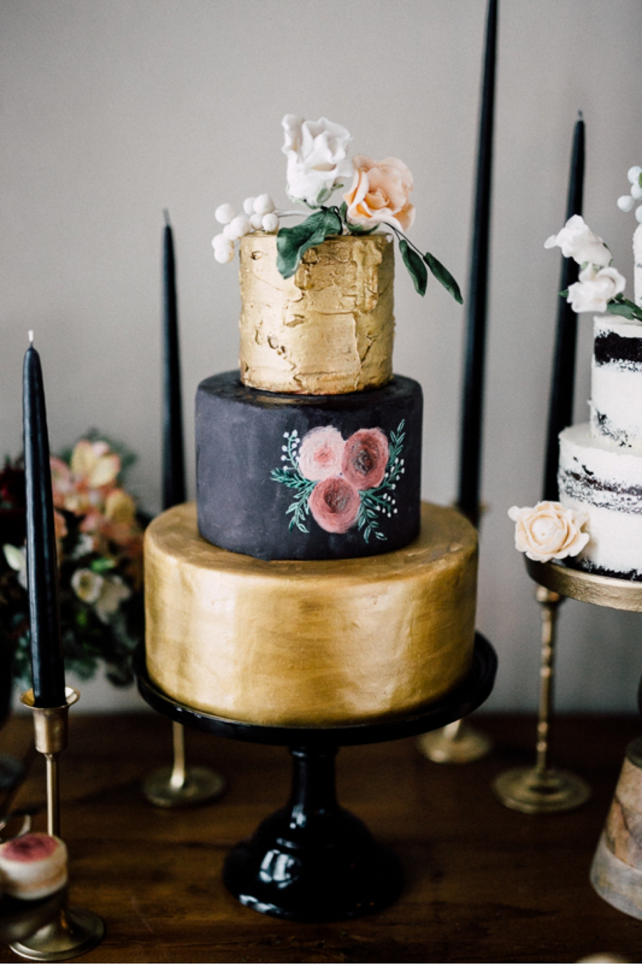 Black-and-Gold-Wedding-Cake