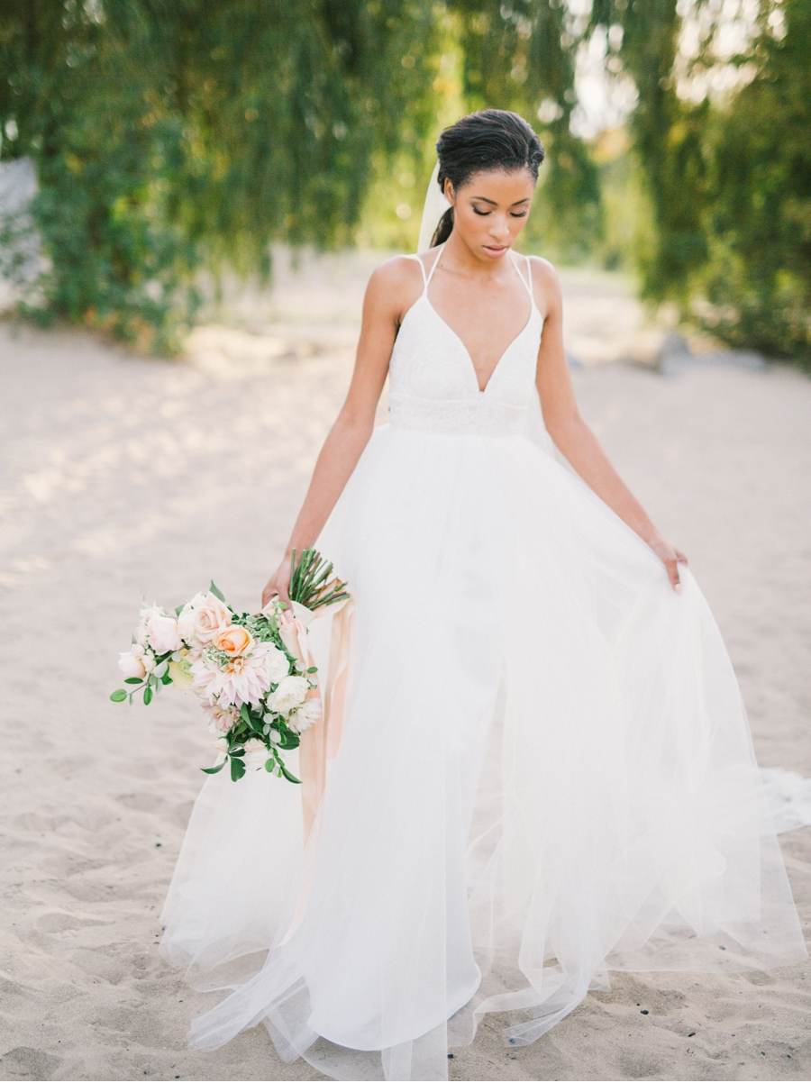 Romantic-Beach-Bridal-Style