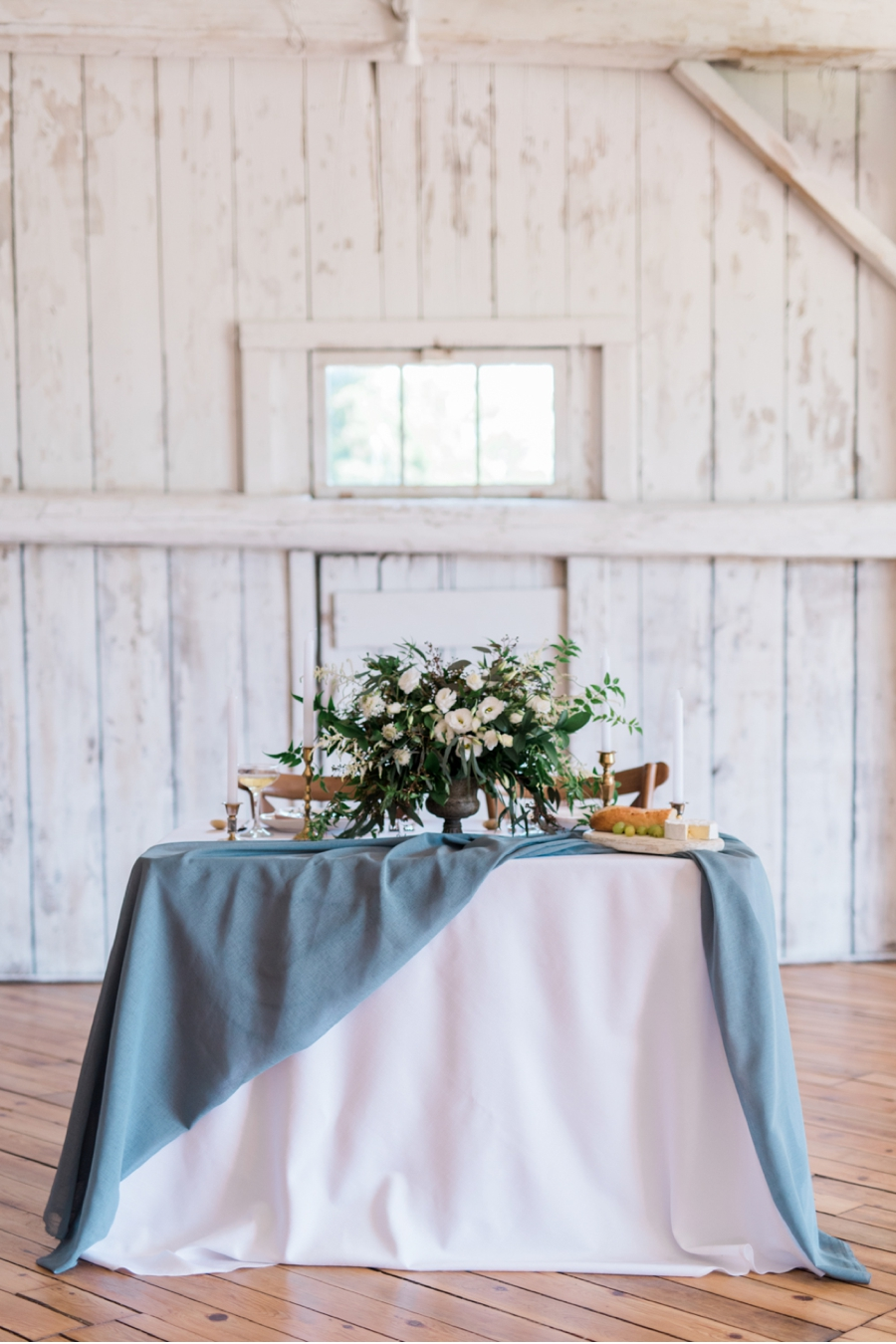 Blue-and-White-Barn-Wedding-Palette