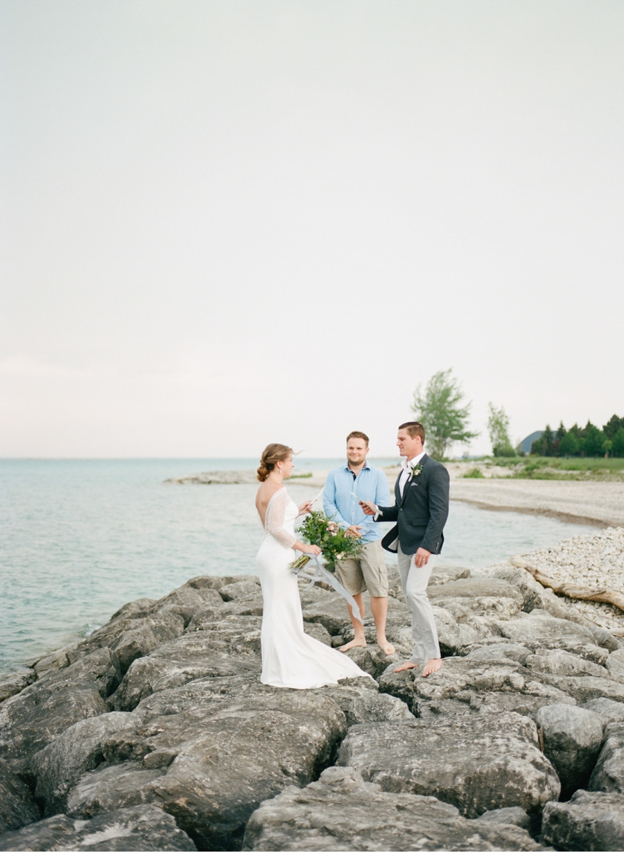Fine-Art-Lakeside-Elopement