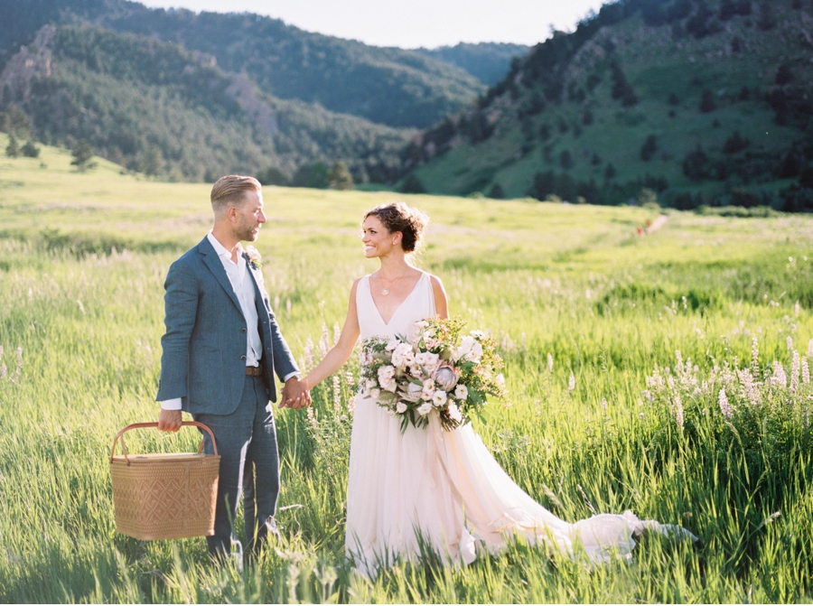 Picnic-Elopement-in-a-Meadow