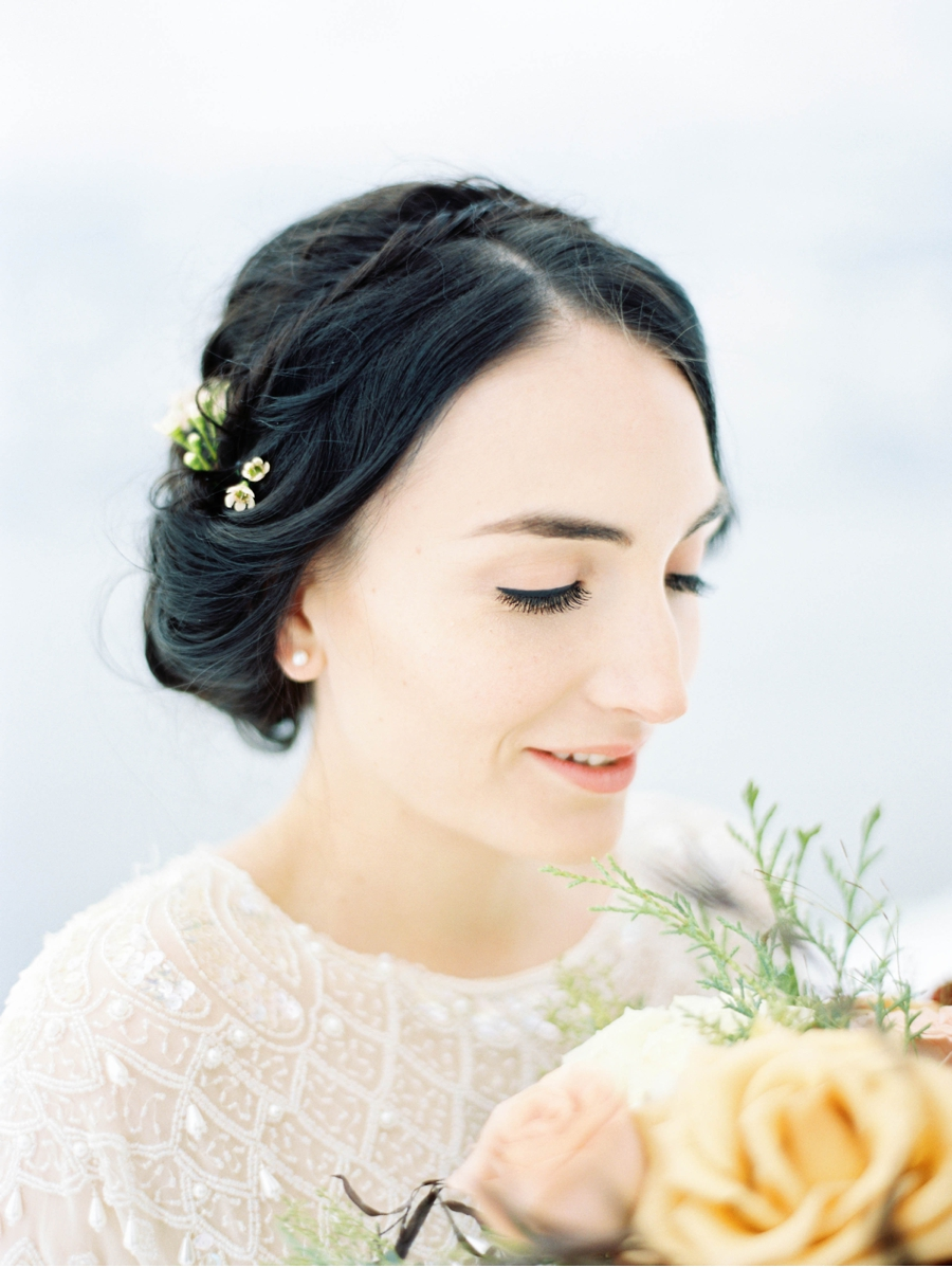 Winter-Wedding-Bridal-Style