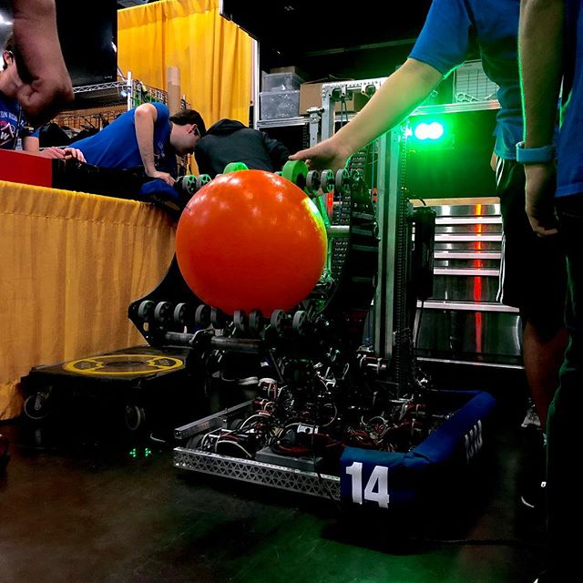 First day of Worlds is off to a great start! Good luck to everyone here! #FRC #FRCRobotics