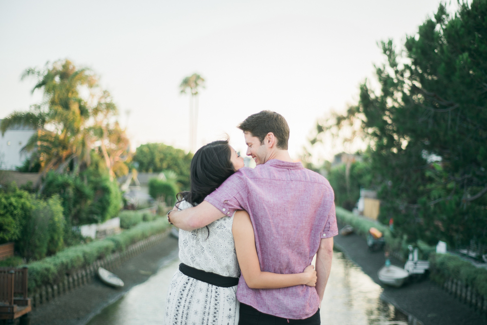 daisy&adam_venice_canals_engagement_session_photography_los_angeles_based_wedding_photographer-18.jpg