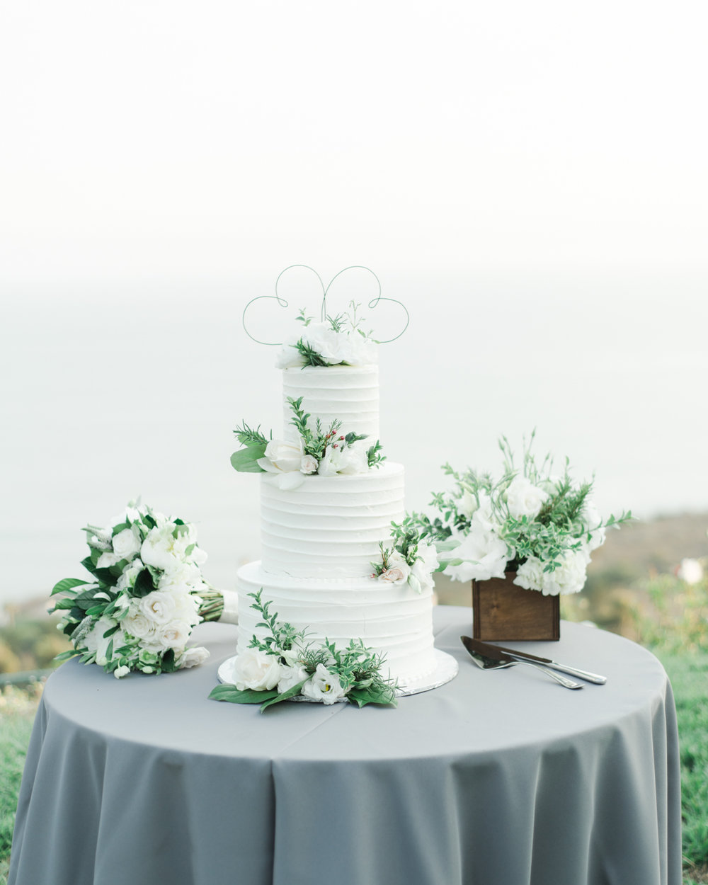AKP_S&F_Malibu_Wedding_Fine_Art_Photography_Los_Angeles-48_cake.jpg