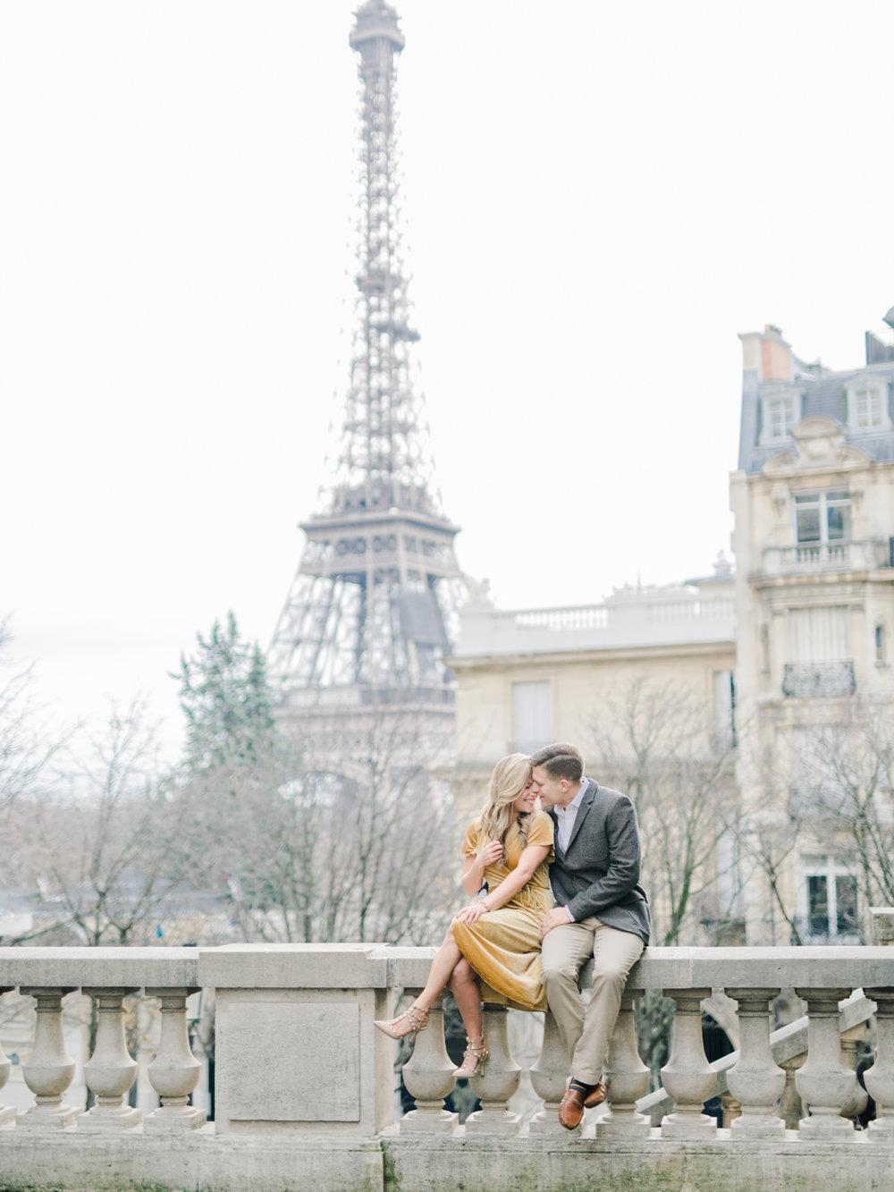 paris engagement photo shoot eiffel tower natural romantic