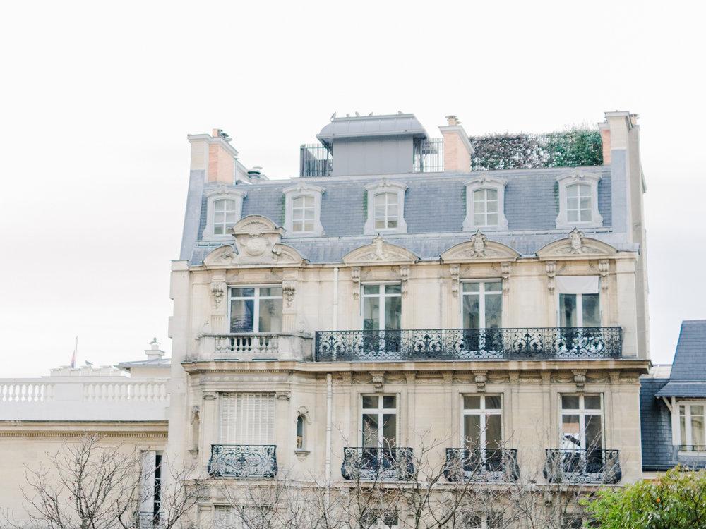 Parisian_Love_Shoot_Wedding_Photographer_Paris_Eiffel_Tower-5.jpg