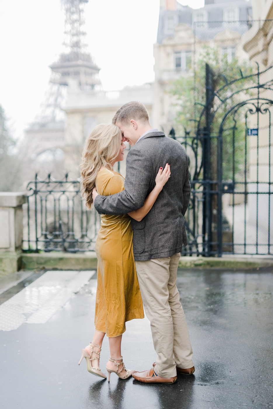 Parisian_Love_Shoot_Wedding_Photographer_Paris_Eiffel_Tower-11.jpg