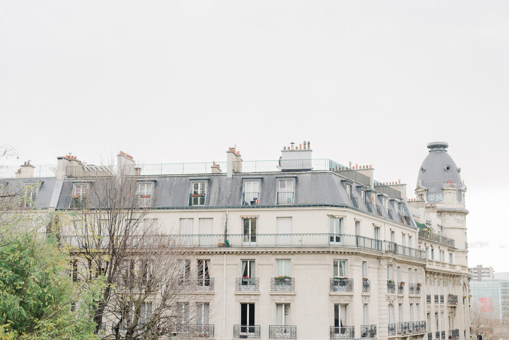 Parisian_Love_Shoot_Wedding_Photographer_Paris_Eiffel_Tower-14-8.jpg