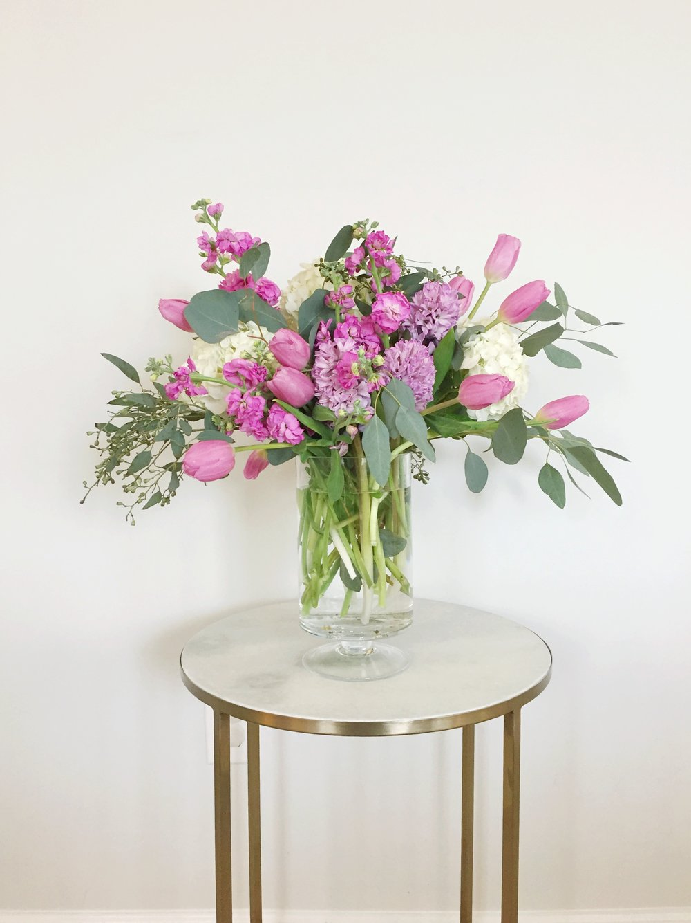 how to create a centerpiece using grocery store flowers from trader joe's