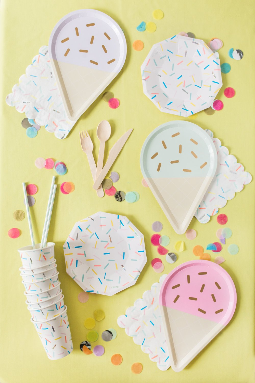 "Ice Cream Social - How's that song go? Oh I remember – it's ""Ice Cream, you scream, we all scream for ice cream!"" Get ready for the sweetest party ever!Each Ice Cream kit is perfect for parties with up to 24 party guests.Warning: This party might give you a sugar high."
