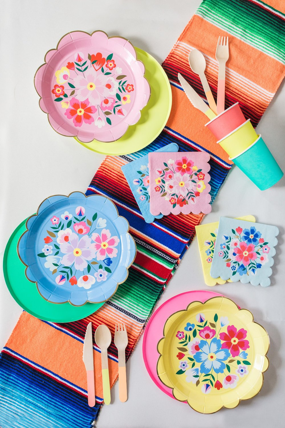 Viva la Fiesta - Get ready to fiesta with the ultimate fiesta party kit!Each Viva la Fiesta kit is perfect for parties with up to 24 party guests.Viva la fiesta!
