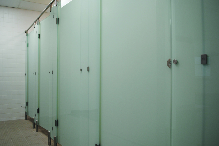 Glass toilet cubicle and shower cubicle system,