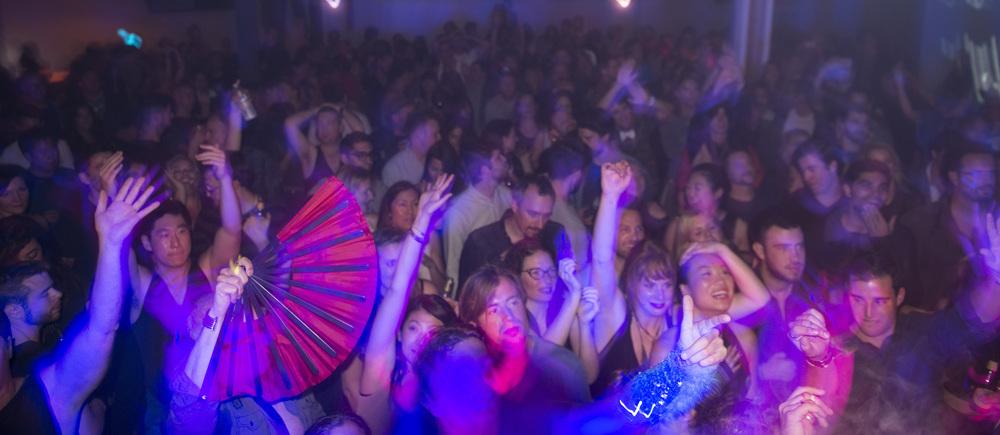 Crowd_SFO017_Long.jpeg