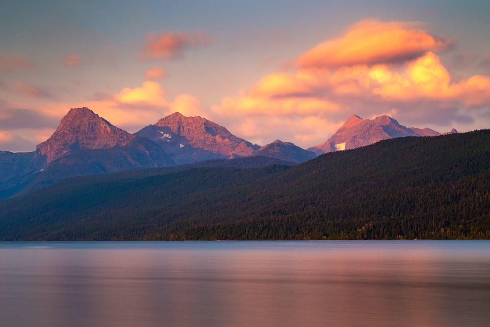 Glacier Park Lake(zoom)_.jpg