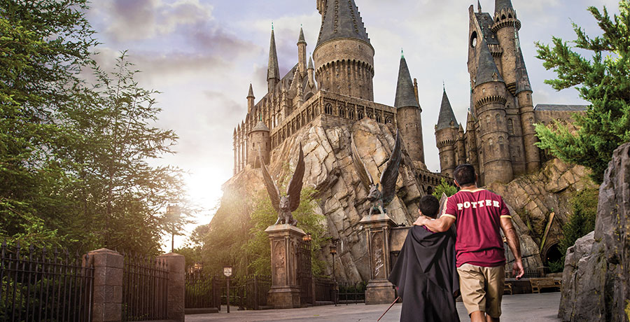 top-5-reasons-to-visit-universal-studios-orlando-hogwartz-castle-900x460.jpg