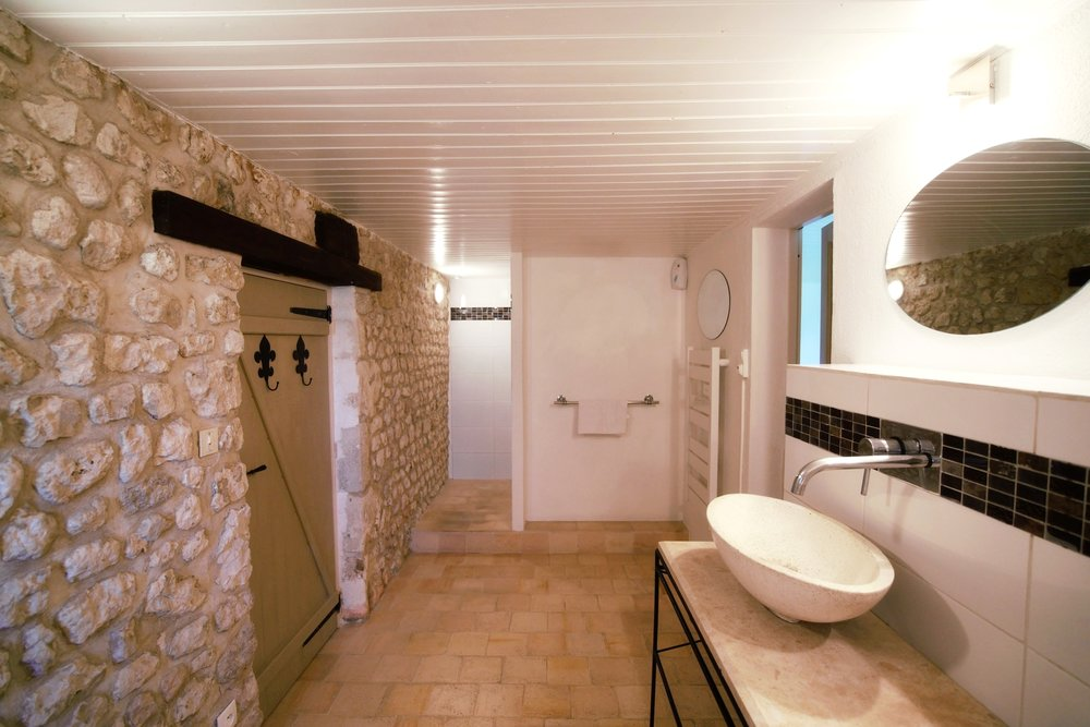 En Suite towards shower