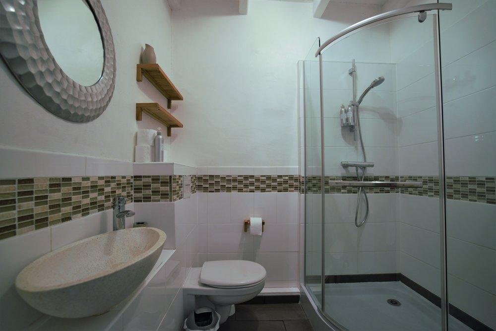 Super stylish shower-room