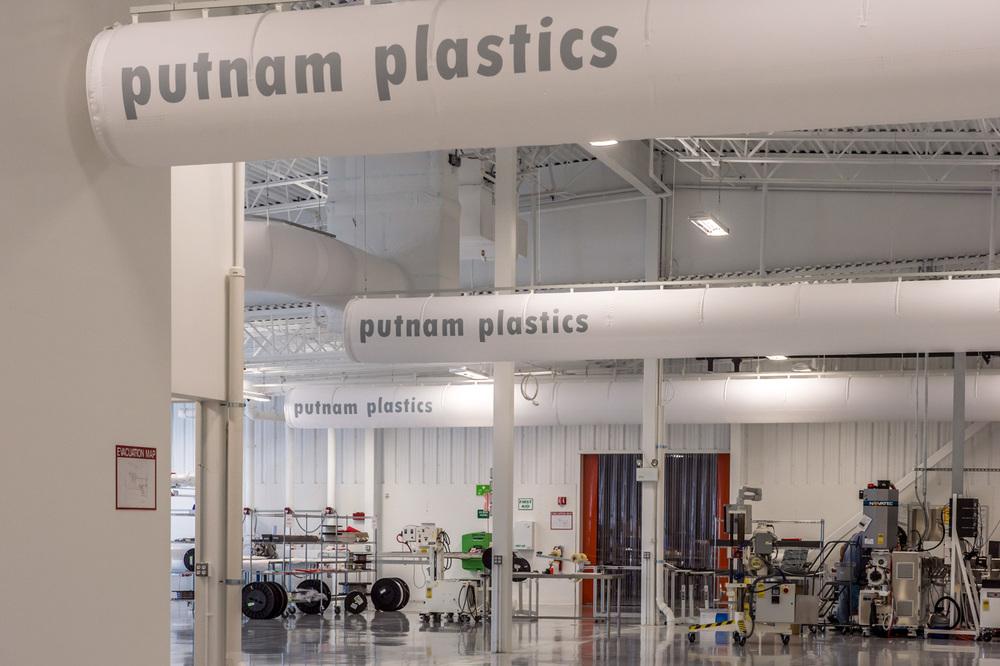 006-128_130918_Putnam_Plastics.jpg