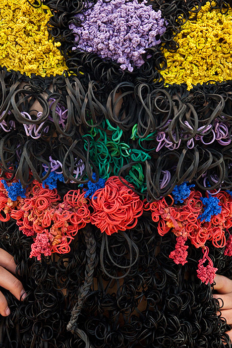 rubber_bands_dress_margarita_mileva_detail.jpg