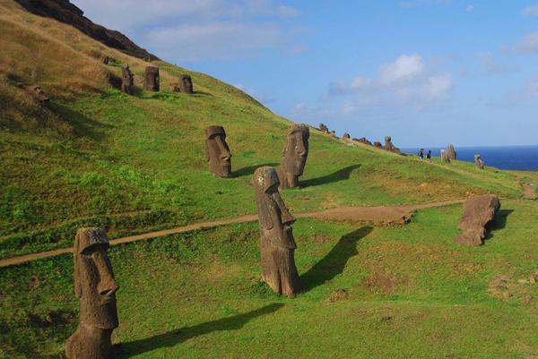 easter-island-statue-bodies-4.jpg